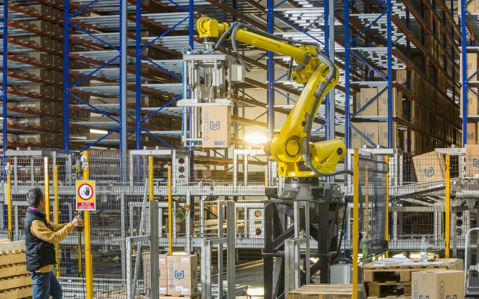 Complete automation from the plastic injection plant to the warehouse
