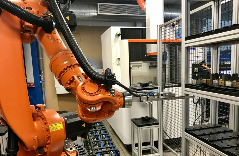 Robotised cell to manufacture moulds