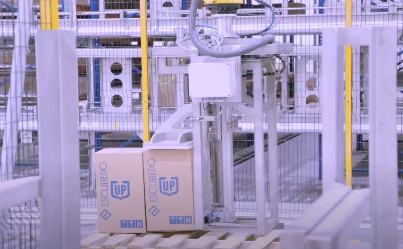 A new robotic palletizer improves Escubedo's logistics processes